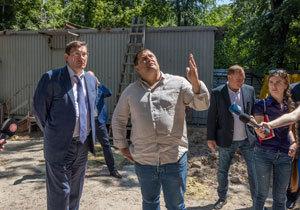 Судьба скандального недостроя: Генпрокурор Луценко и Филатов осмотрели незаконное строительство многоэтажки в центре Днепра