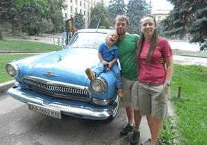 Через Днепр промчались экстремальные путешественники на «Голубой мечте»
