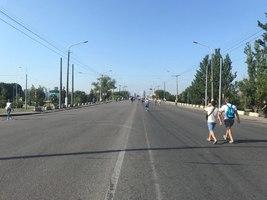 В Днепре полностью закрыли Центральный мост: люди шли в центр пешком