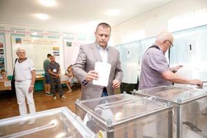 Борис Филатов проголосовал на внеочередных парламентских выборах
