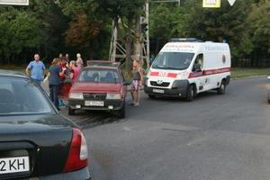 В Днепре на проспекте Богдана Хмельницкого столкнулись ВАЗ и Daewoo: пострадала женщина