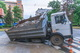 В Днепре под грузовиком провалился тротуар