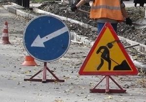 Проезжая часть на улице Баха будет сужена до сентября