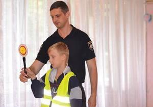 Патрульные Днепра пришли в гости к детям из детского дома №1 и рассказали им о безопасности на дороге