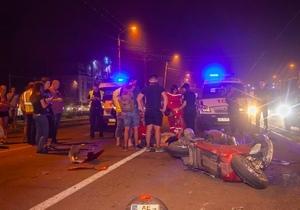 На проспекте Богдана Хмельницкого «Волга» насмерть сбила мотоциклиста и врезалась в столб
