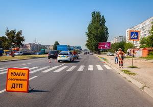 На Донецком шоссе сбили двух женщин на пешеходном переходе