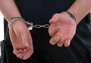 Чоловіків, які на «весільному» автомобілі заволоділи півмільйоном гривень, затримали дніпровські поліцейські