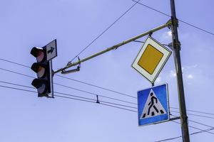 Колесоотбойные брусья, островки безопасности и новые светофорные объекты: как в Днепре делают безопасным дорожное движение