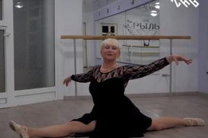 65-летний преподаватель Днепровского Национального Университета увлеклась балетом