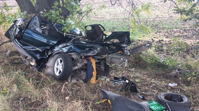 НаДнепропетровщине тела погибших вырезали изпокореженной машины