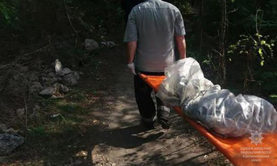 В Кривом Роге полицейские задержали молодую девушку, которая саперной  лопаткой убила соседа a3e4c9cd29c