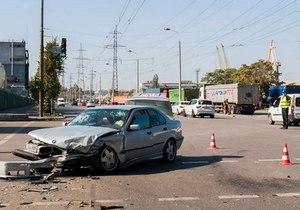 На Набережной столкнулись BMW и Ford: есть пострадавшие