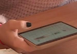 Без учебников, а все знания — на планшете: нравится ли школьникам заниматься по электронным пособиям?