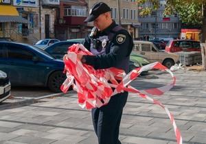 В центре Днепра напротив Управления полиции часть улицы перекрыли из-за загадочной коробки