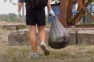 В Днепре студенты убрали прибережную зону на Монастырском острове