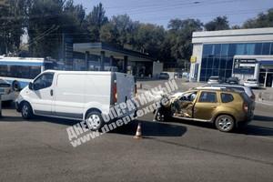 В Днепре на Набережной Победы Renault въехал в Opel