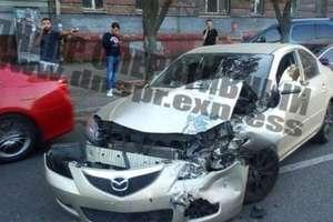 В Днепре на Сичеславской Набережной Mazda врезалась в Ford