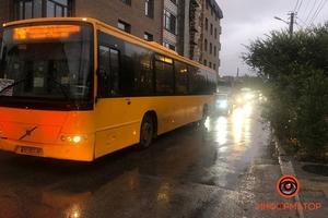 В Днепре из-за сломанной 101 маршрутки образовалась пробка: люди выходят, чтобы идти пешком