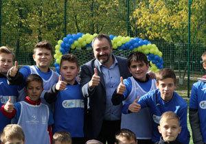 Президент ФФУ Андрей Павелко открыл современные футбольные поля в трех школах Днепра