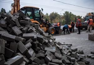 На Набережной Победы демонтировали незаконную парковку