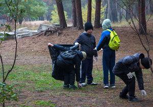 Шприцы, памперсы и кости: в Днепре прошел эко-пикник