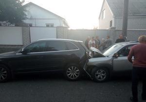 В Днепре на улице Панаса Мирного Hyundai въехал в Audi: пострадала девушка