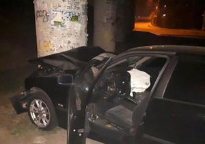 В Днепре BMW «влетел» в опору Южного моста