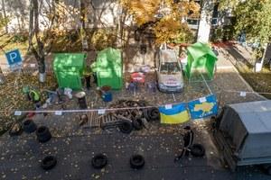 Под «Днепргазом» с палатками и шинами митингуют против переплат