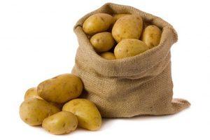 В Украине снизилась цена на «золотой» картофель