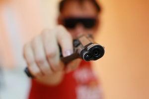 В Днепре на Сичеславской Набережной мужчина стрелял в двух братьев: один из них погиб