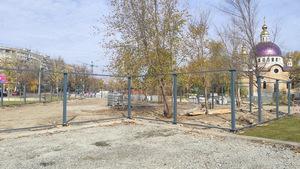 На Набережной Днепра в зеленой зоне огородили новый участок для строительства
