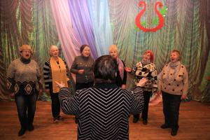 Пение, танцы и изучение языков: какие кружки для людей почтенного возраста есть в Днепре