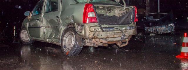 На Титова столкнулись Таврия и Renault: пострадали двое мужчин