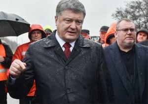 Порошенко проинспектировал ремонт дороги в Днепропетровской области
