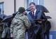 Петр Порошенко вручил ключи от квартир 32 военным Днепропетровщины