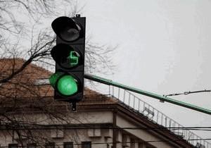 На опасной развилке Днепра появились новые светодиодные светофоры