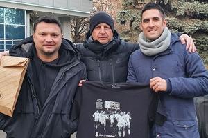 Для ветеранов «золотого» «Днепра» изготовили специальные футболки
