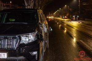 В Днепре на Яснополянской Toyota сбила мужчину: пострадавшего забрала скорая