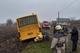 На Днепропетровщине спасатели вытащили из кювета школьный автобус, следовавший за учениками