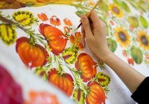 В Днепре детей-сирот научили Петриковской росписи