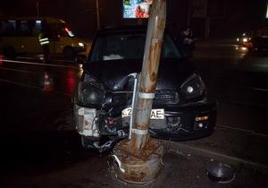 На Богдана Хмельницкого Toyota влетела в столб