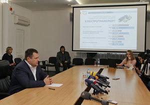 Борис Филатов выделил 200 миллионов гривен на увеличение зарплат и обратился к мэрам