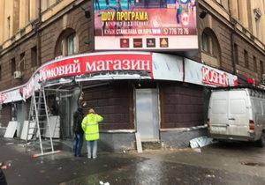 В Днепре кипят страсти по поводу огромной вывески магазина «Рошен»
