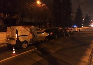 В Днепре на Гагарина автомобиль «Новой почты» догнал Skoda: движение затруднено