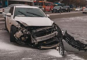 В Днепре на Гагарина Mazda влетела «в лоб» мусоровоза