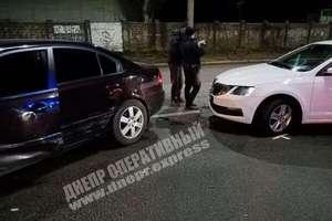 В Днепре на Криворожской автомобиль Skoda врезался в бок Kia