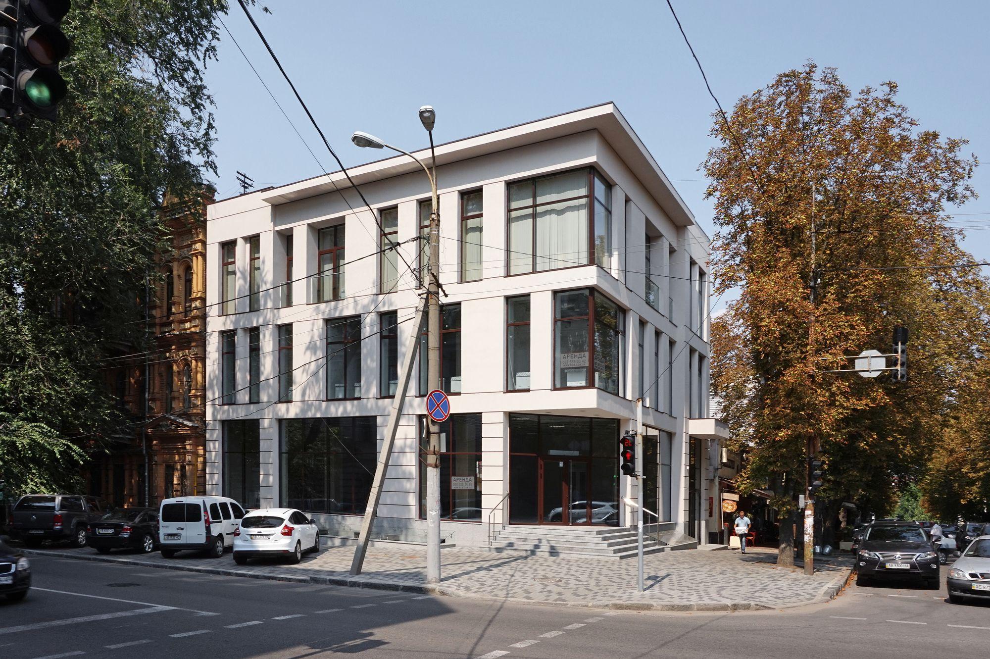 Общественное здание по ул. Короленко, 10