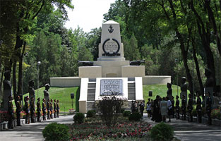 Что посмотреть - Героям обороны Севастополя 1854-1855 гг. памятник