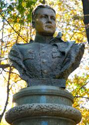 Что посмотреть - Каруне В.П. - генерал-майору командиру 152-й стрелковой дивизии памятник