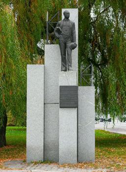 Что посмотреть - Строителям Набережной от благодарных жителей, памятник